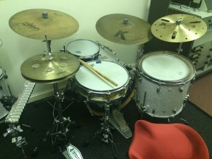 Drum 'n' Bass anyone?... Love the old Re-Mix cymbals and the Meinl Snare Timbale.